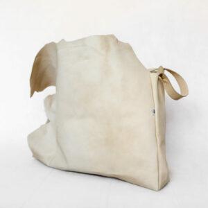 beżowa torebka pióra